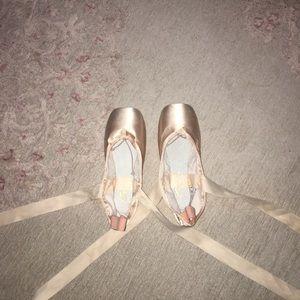 7M Capezio Aria 121 Pointe Shoes